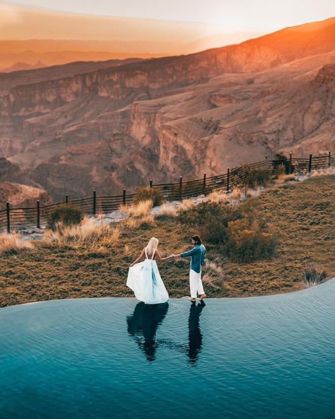 Đôi nam nữ chụp bức ảnh hôn nhau lãng mạn giữa núi rừng bạt ngàn, tưởng được khen ai ngờ bị chỉ trích thậm tệ vì chi tiết rùng rợn này - Ảnh 2.