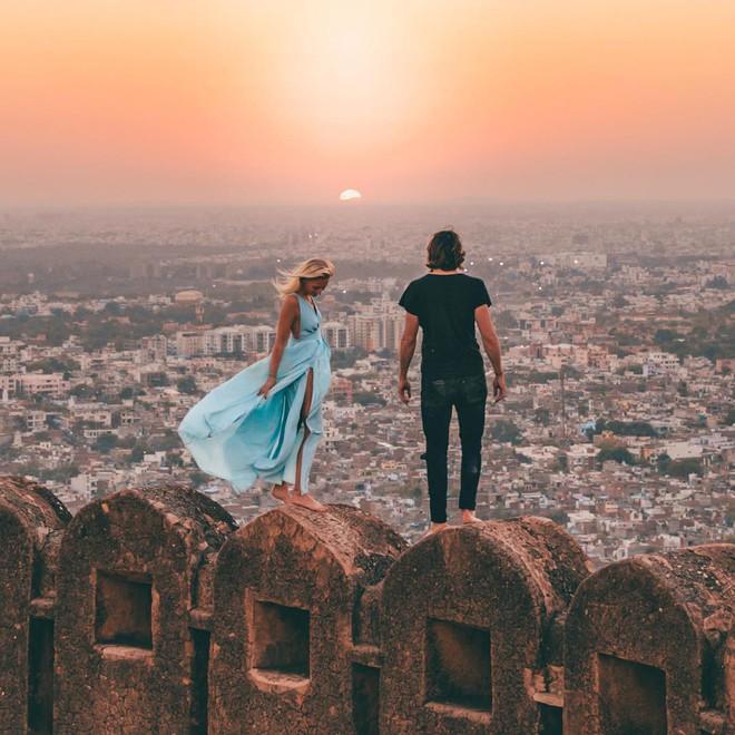 Đôi nam nữ chụp bức ảnh hôn nhau lãng mạn giữa núi rừng bạt ngàn, tưởng được khen ai ngờ bị chỉ trích thậm tệ vì chi tiết rùng rợn này - Ảnh 14.