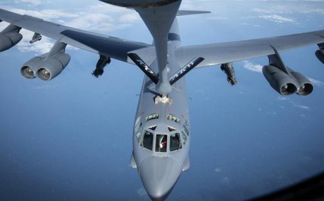 """""""Nghìn tấn hỏa lực"""" Mỹ bủa vây Iran: B-52, tàu sân bay thẳng tiến - Chiến tranh cận kề?"""