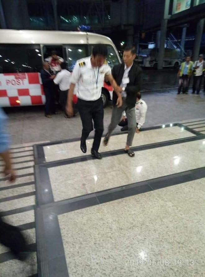 Máy bay trượt khỏi đường băng, gãy làm 3, sân bay Myanmar tạm thời đóng cửa - Ảnh 4.