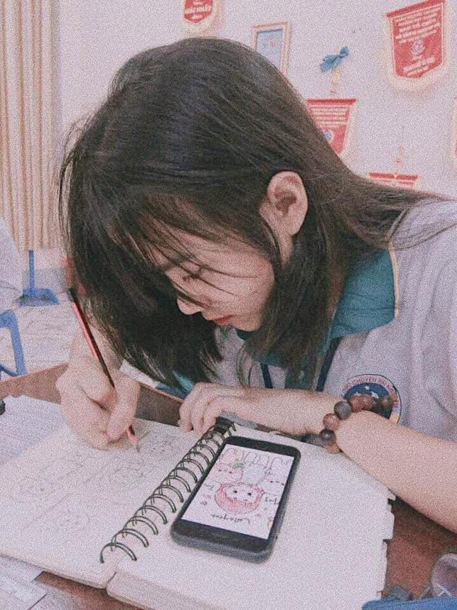 Bị chụp lén mà vẫn đẹp xuất sắc, nữ sinh 10X Chuyên Thái Nguyên nổi như cồn chỉ sau một đêm - Ảnh 1.