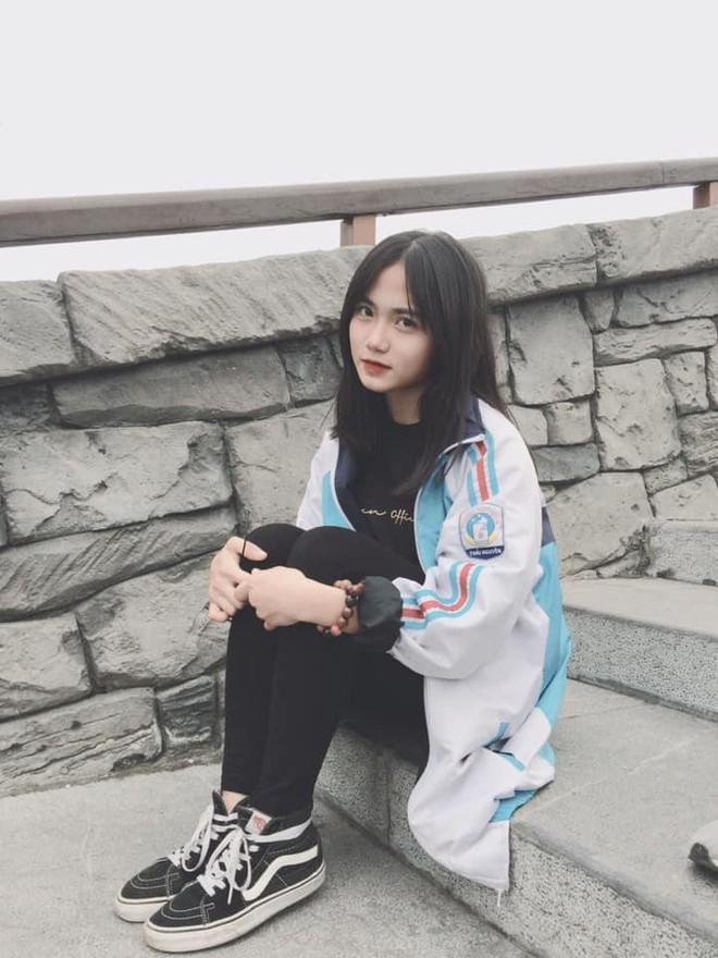 Bị chụp lén mà vẫn đẹp xuất sắc, nữ sinh 10X Chuyên Thái Nguyên nổi như cồn chỉ sau một đêm - Ảnh 4.