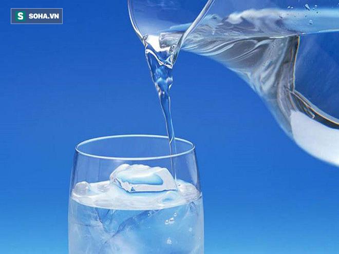Uống nước lạnh có hại không: Câu trả lời sẽ làm nhiều người ngạc nhiên - Ảnh 1.