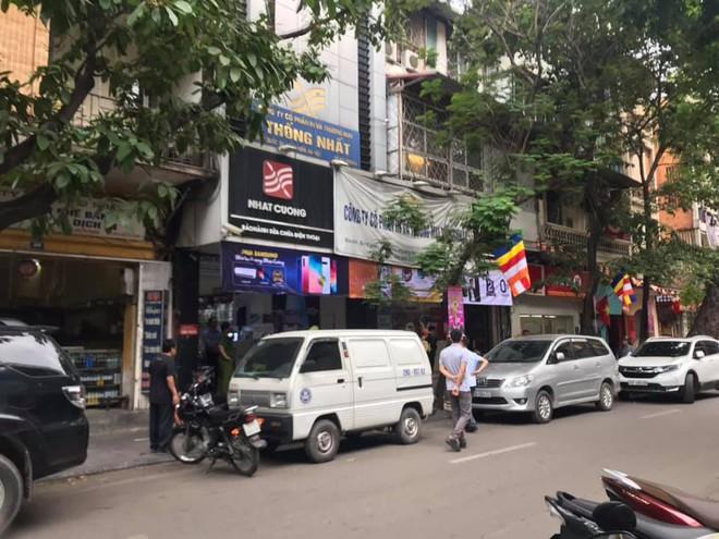 [Nóng] CA khám nơi ở của quản lý Nhật Cường Mobile, nhiều cửa hàng đã đóng cửa - Ảnh 8.