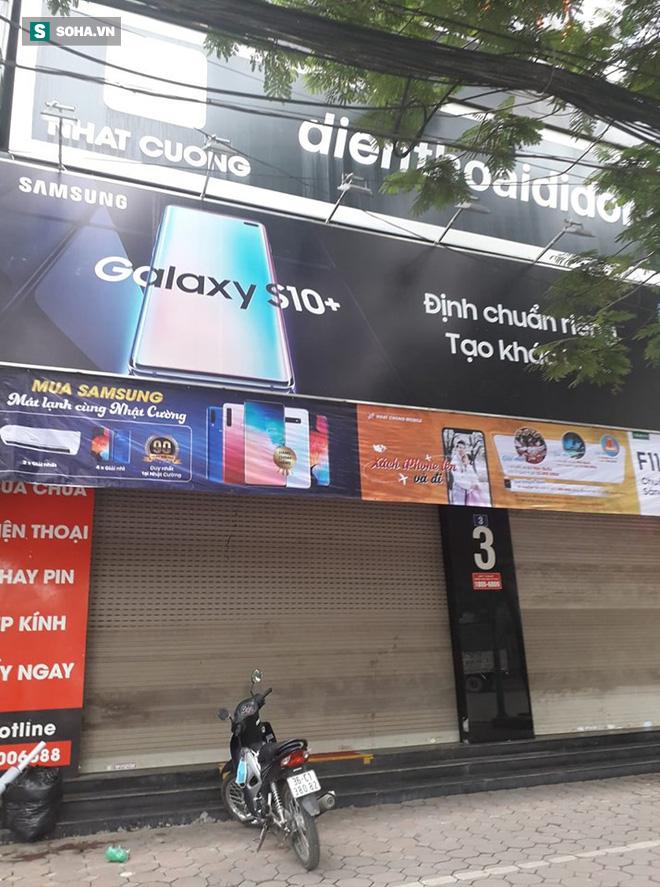 [Nóng] CA khám nơi ở của quản lý Nhật Cường Mobile, nhiều cửa hàng đã đóng cửa - Ảnh 6.