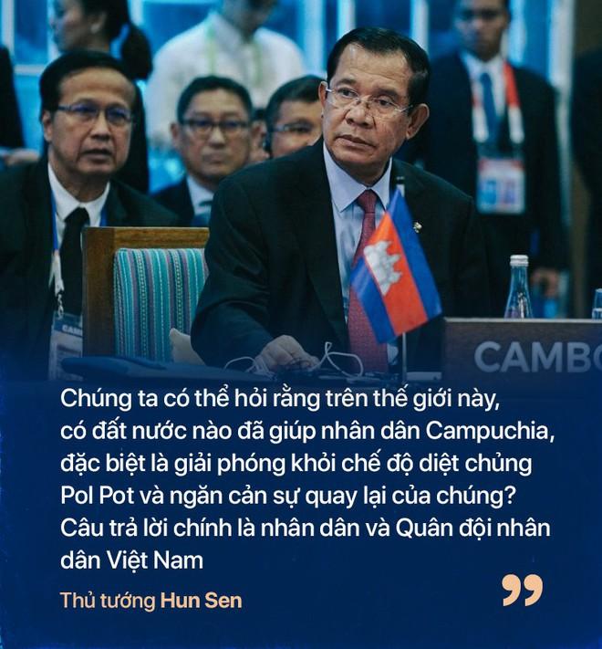 Chiến tranh biên giới Tây Nam: Khmer Đỏ thì lùa dân vào rừng bỏ đói, bộ đội Việt Nam giải cứu dân rồi cho ăn uống - Ảnh 1.