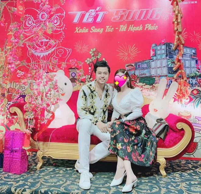Sau 1 năm chia tay nữ tỷ phú U60, Vũ Hoàng Việt hạnh phúc bên người yêu trẻ nóng bỏng - Ảnh 2.