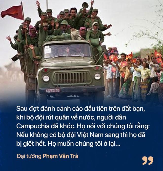 Chiến tranh biên giới Tây Nam: Khmer Đỏ thì lùa dân vào rừng bỏ đói, bộ đội Việt Nam giải cứu dân rồi cho ăn uống - Ảnh 8.