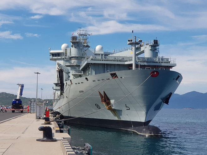 Tàu hải quân Canada cập Cảng quốc tế Cam Ranh - Ảnh 3.