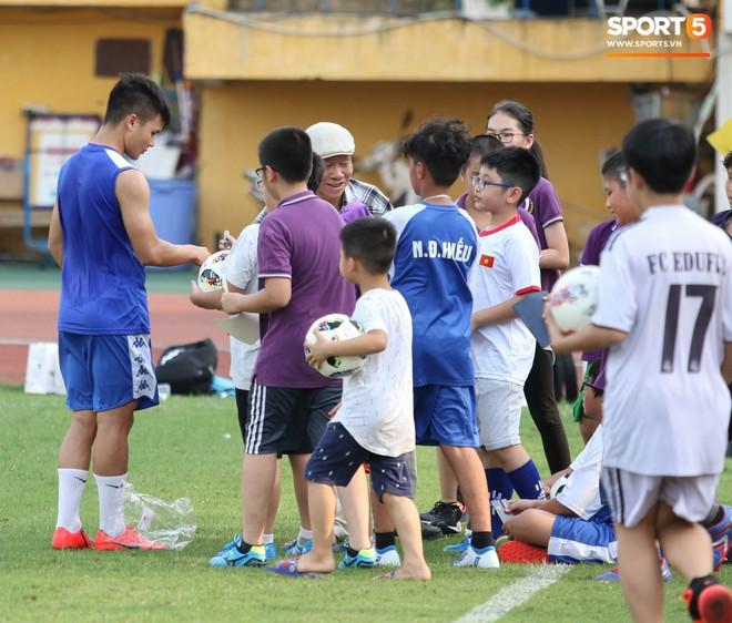 Quang Hải bị quá tải sau Kings Cup, được HLV trưởng Hà Nội FC đặc cách khi về tới Việt Nam - Ảnh 5.