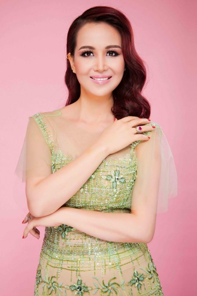 Hoa hậu Việt Nam cao 1m58: Xuất thân trâm anh thế phiệt, cuộc hôn nhân đầy đàm tiếu và chuyện làm dâu Ấn Độ nhiều kỳ lạ - Ảnh 5.