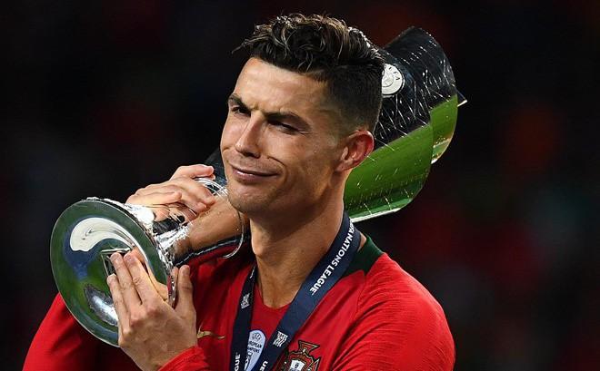 Bỏ lại đằng sau nỗi sầu World Cup, Ronaldo sắp trở thành kẻ
