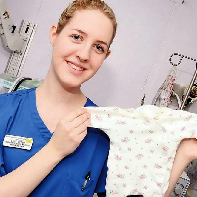 Thấy số trẻ sơ sinh tử vong cao hơn bình thường, bệnh viện điều tra và phát hiện tội ác của nữ y tá trẻ - Ảnh 2.