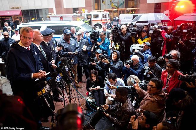 Hiện trường vụ trực thăng lao vào tòa nhà 54 tầng ở New York - ảnh 11