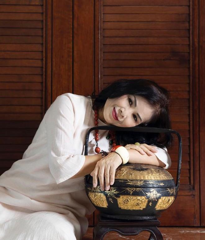 Điều ít biết về mẹ chồng tương lai của Hoàng Thùy Linh trong 'Mê cung' - Ảnh 3.