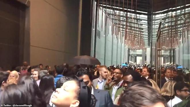 Hiện trường vụ trực thăng lao vào tòa nhà 54 tầng ở New York - ảnh 5