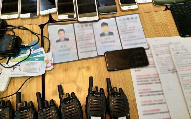 Bắt quả tang nhóm người Trung Quốc sử dụng công nghệ cao lừa đảo, thu giữ 19 tập kịch bản giả danh công an