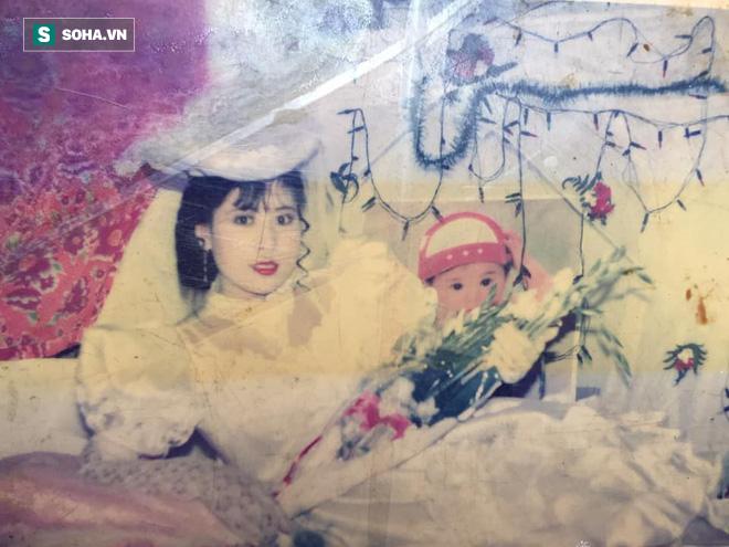 Bức ảnh cưới chụp cách đây 24 năm lộ ra, người mẹ được hâm mộ, ví như Diễm Hương - ảnh 2
