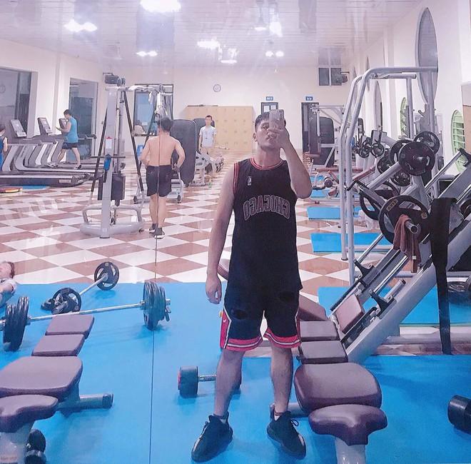 Giảm liền 45kg sau một câu nói, 3 năm sau chàng trai Thanh Hoá có màn lột xác không ngờ - Ảnh 10.