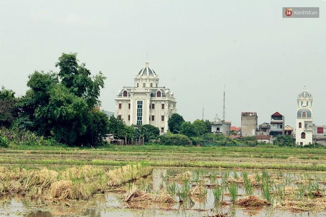 Về làng tỷ phú Nam Định chiêm ngưỡng những tòa lâu đài nguy nga tráng lệ theo phong cách Châu Âu - Ảnh 1.
