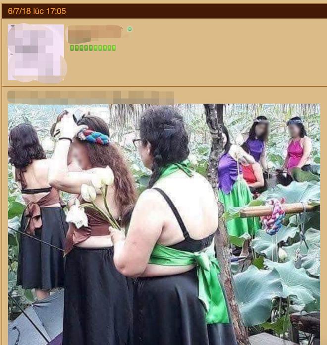 Bức ảnh nhóm phụ nữ trung niên chụp ảnh hoa sen gây tranh cãi dữ dội, nào ngờ dân mạng lại bị hớ vì điều này - ảnh 2