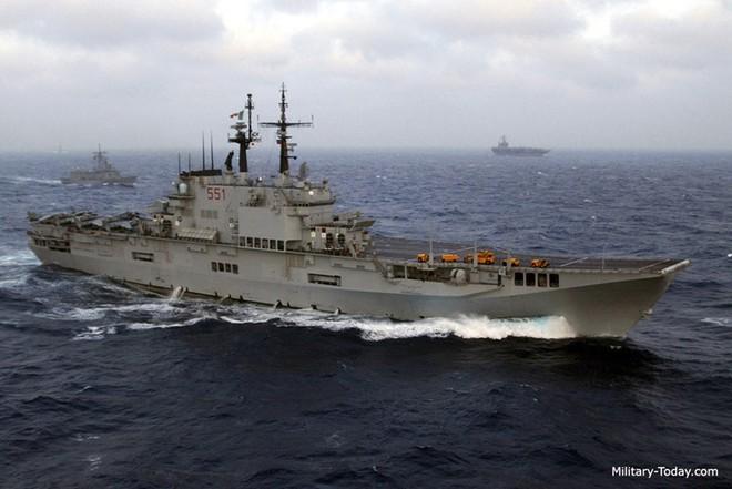 Khám phá sức mạnh hàng không mẫu hạm nhỏ nhất châu Âu - Ảnh 2.