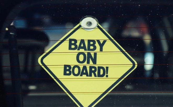 Chuyện ít biết về người sáng chế chiếc biển 'Có em bé trên xe': Một bước trở thành triệu phú nhưng chưa bao giờ được làm bố