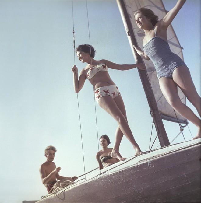 Ảnh hiếm về các hoạt động giải trí của giới trẻ Liên Xô trên bãi biển - Ảnh 7.