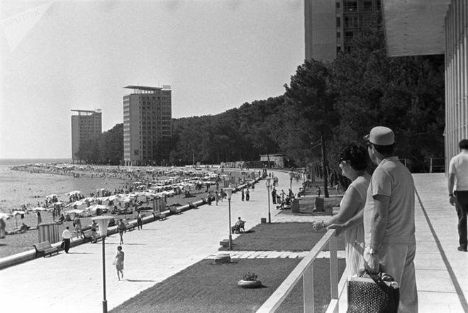 Ảnh hiếm về các hoạt động giải trí của giới trẻ Liên Xô trên bãi biển - Ảnh 9.