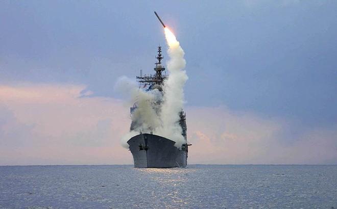 """Vũ khí cực độc nằm trong tay Trung Quốc: Chọc mù tên lửa Tomahawk, """"quật ngã"""" F-35 Mỹ?"""