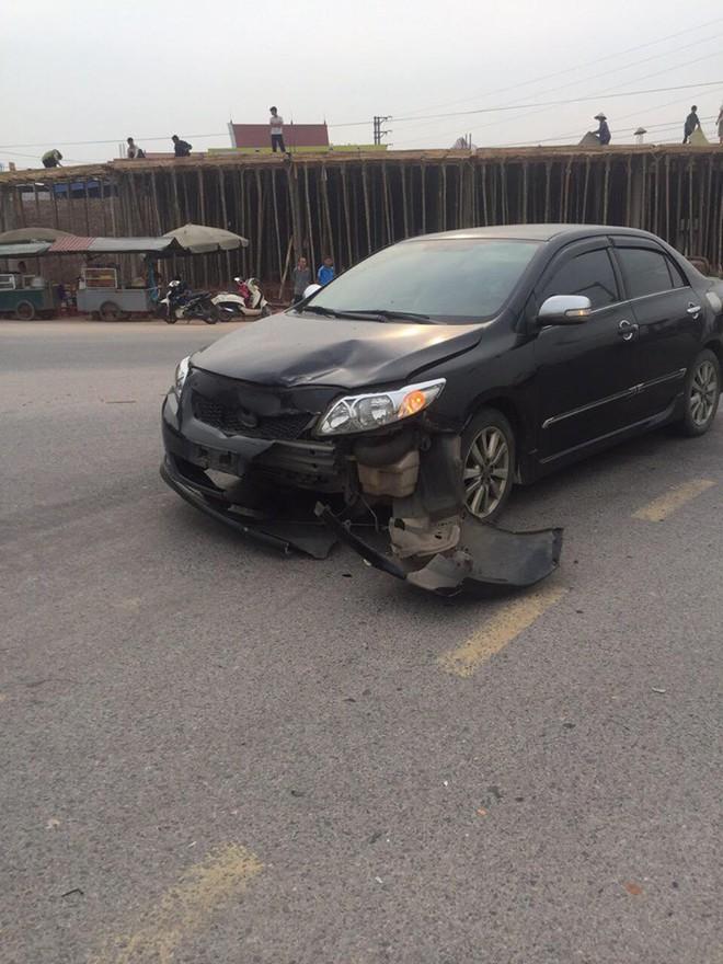 Va chạm giao thông phải đền xe máy, tài xế không phục: Đoạn camera an ninh đã bóc lỗi tất cả - ảnh 1