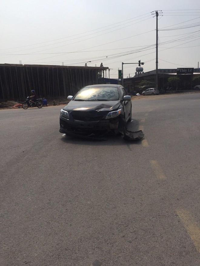 Va chạm giao thông phải đền xe máy, tài xế không phục: Đoạn camera an ninh đã bóc lỗi tất cả - ảnh 2