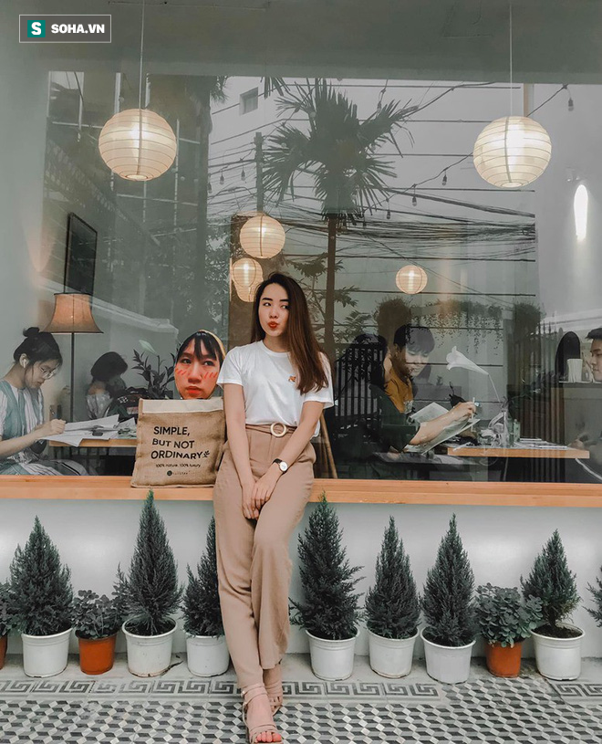 Cô gái mang chiếc mặt nạ độc đáo đi check in khắp Hà Nội khiến dân mạng 'lùng sục' tìm info vì quá dễ thương - ảnh 4