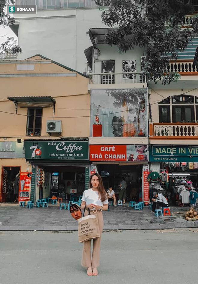 Cô gái mang chiếc mặt nạ độc đáo đi check in khắp Hà Nội khiến dân mạng 'lùng sục' tìm info vì quá dễ thương - ảnh 3
