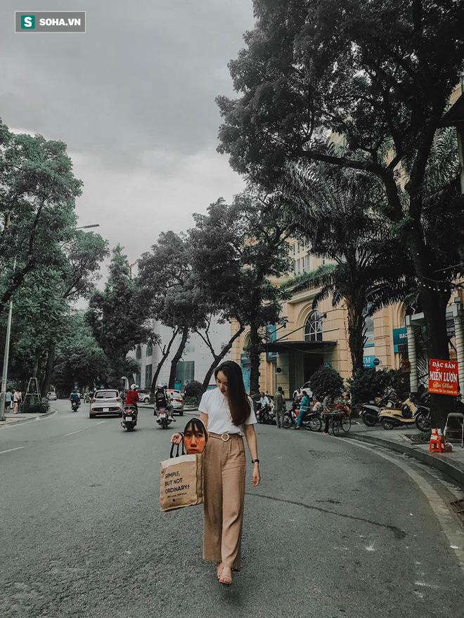 Cô gái mang chiếc mặt nạ độc đáo đi check in khắp Hà Nội khiến dân mạng 'lùng sục' tìm info vì quá dễ thương - ảnh 1