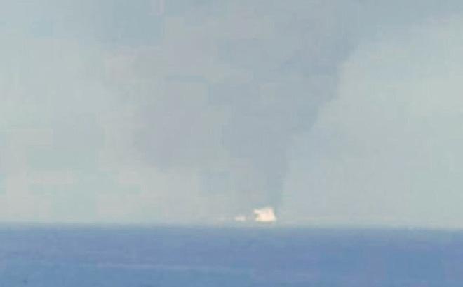 """Hoa Kỳ vừa """"phát hiện"""" thủ phạm tấn công 2 siêu tàu dầu - Hạm đội 5 Mỹ nhận tín hiệu khẩn nguy"""