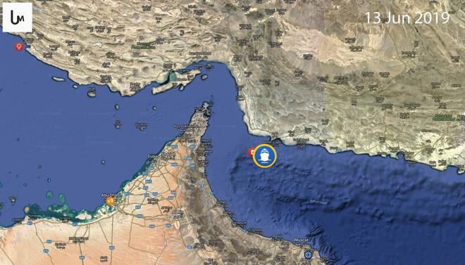 NÓNG: Hạm đội 5 Mỹ nhận tín hiệu khẩn nguy của 2 tàu dầu bị tấn công - 1 tàu 75.000 tấn vừa chìm? - Ảnh 9.
