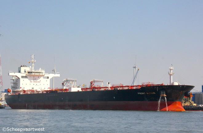 NÓNG: Hạm đội 5 Mỹ nhận tín hiệu khẩn nguy của 2 tàu dầu bị tấn công - 1 tàu 75.000 tấn vừa chìm? - Ảnh 8.