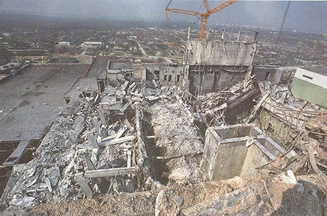 Lò phản ứng số 4 vào 3 tháng sau vụ nổ.
