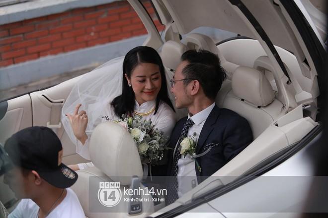 Chồng sắp cưới xúc động, dành nụ hôn tình cảm cho MC Phí Linh trong đám hỏi - Ảnh 16.