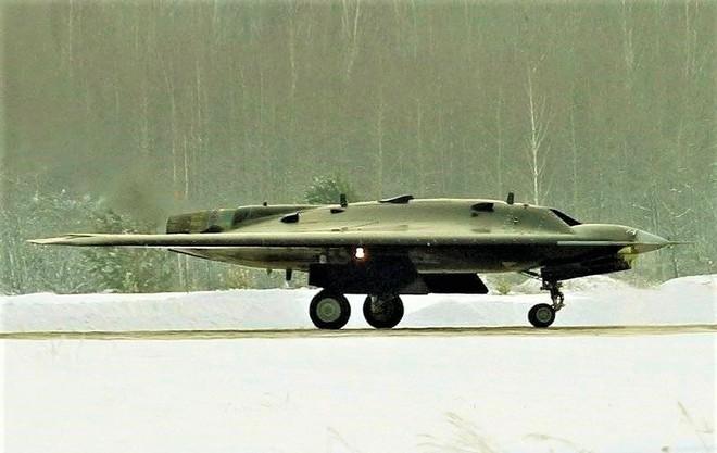 Bí ẩn máy bay tấn công không người lái Thợ săn Okhotnik-B của Nga - ảnh 1