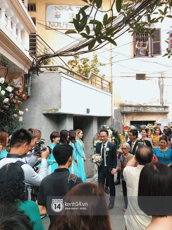 Chồng sắp cưới xúc động, dành nụ hôn tình cảm cho MC Phí Linh trong đám hỏi - Ảnh 3.