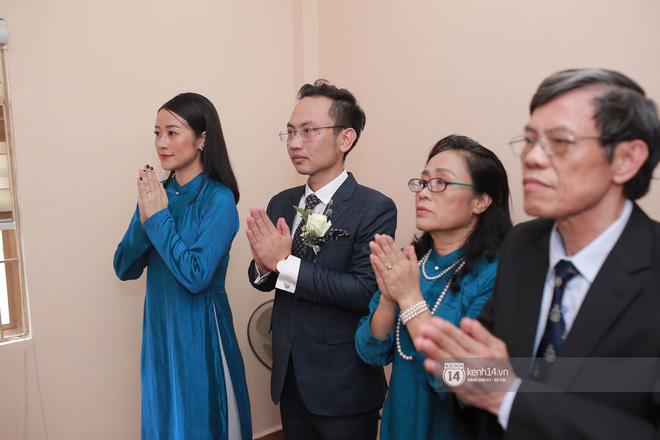 Chồng sắp cưới xúc động, dành nụ hôn tình cảm cho MC Phí Linh trong đám hỏi - Ảnh 5.