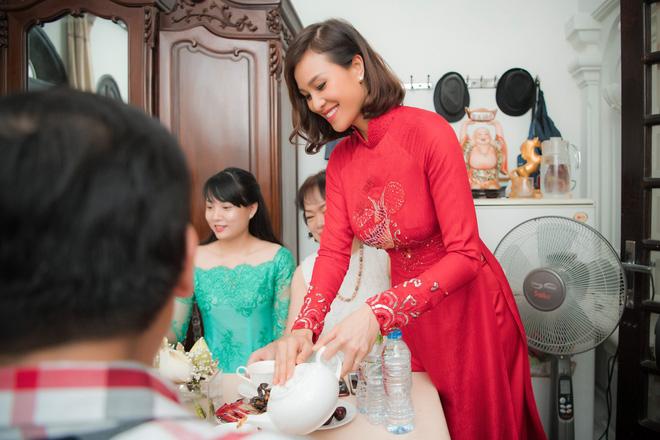 Toàn cảnh lễ ăn hỏi tại nhà phố cổ của siêu mẫu Phương Mai và chồng Tây gia thế khủng  - Ảnh 8.