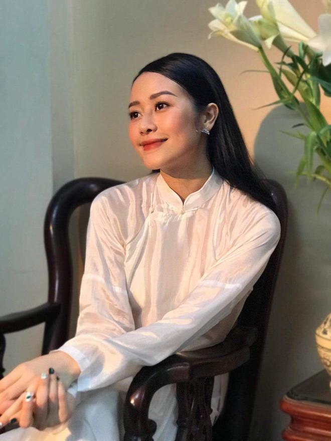 Chồng sắp cưới xúc động, dành nụ hôn tình cảm cho MC Phí Linh trong đám hỏi - Ảnh 9.