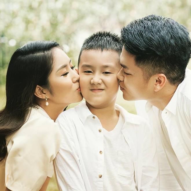 Chuyện tình chị - em showbiz Việt - người ít cũng phải kém 1 thập kỷ: Khi tình trẻ sẵn sàng làm chỗ dựa cho người phụ nữ trải qua nhiều giông bão - Ảnh 10.