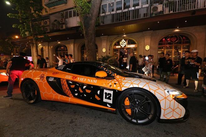 Vợ chồng Cường Đô la xuất hiện cùng dàn siêu xe 330 tỷ, khiến người đi đường phấn khích - Ảnh 7.