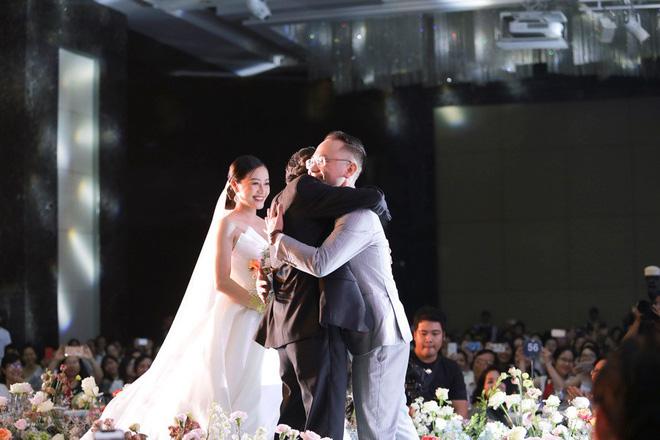Biên tập viên VTV tiết lộ chuyện tình với MC Phí Linh trong lễ cưới - Ảnh 11.