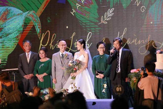 Biên tập viên VTV tiết lộ chuyện tình với MC Phí Linh trong lễ cưới - Ảnh 13.