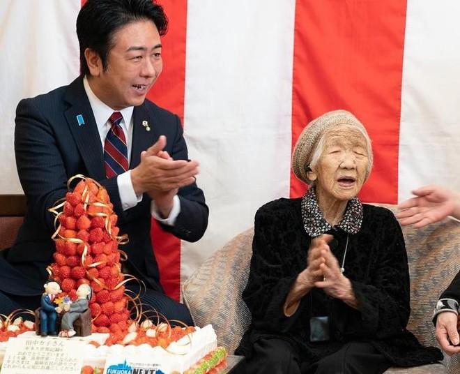 Người cao tuổi nhất thế giới bước qua tuổi 116 cho biết bí quyết sống lâu  đáng suy ngẫm - Ảnh 7.